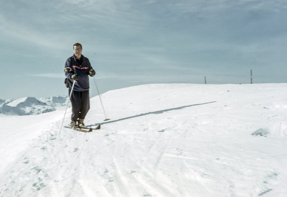 Free image of Man posing while skiing on a snowy mountain.