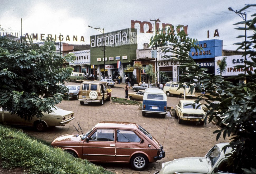 Free image of Parked cars in front of a store, Germany