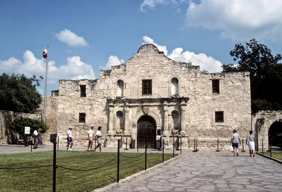 Free image of Facade of the front of the Alamo, Texas