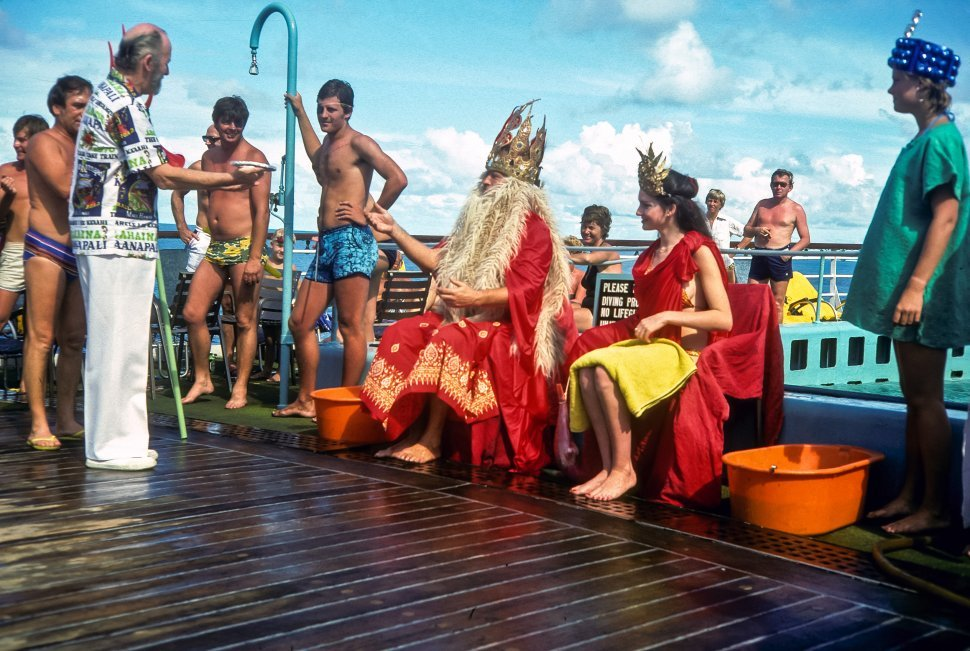 Free image of Crowd watching a couple perform in Poseidon costumes, USA