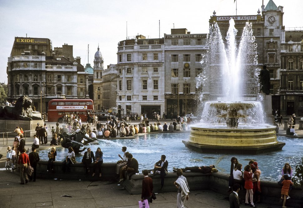 Free image of Group of tourists in front of a fountain, London, England