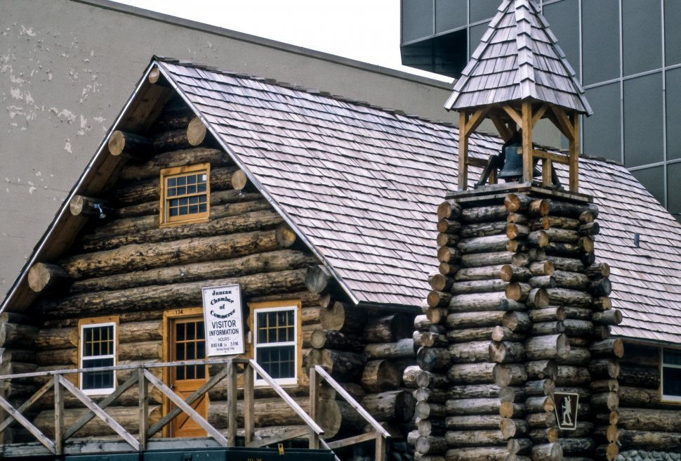 Free image of Log cabin Chamber of Commerce building, Alaska, USA