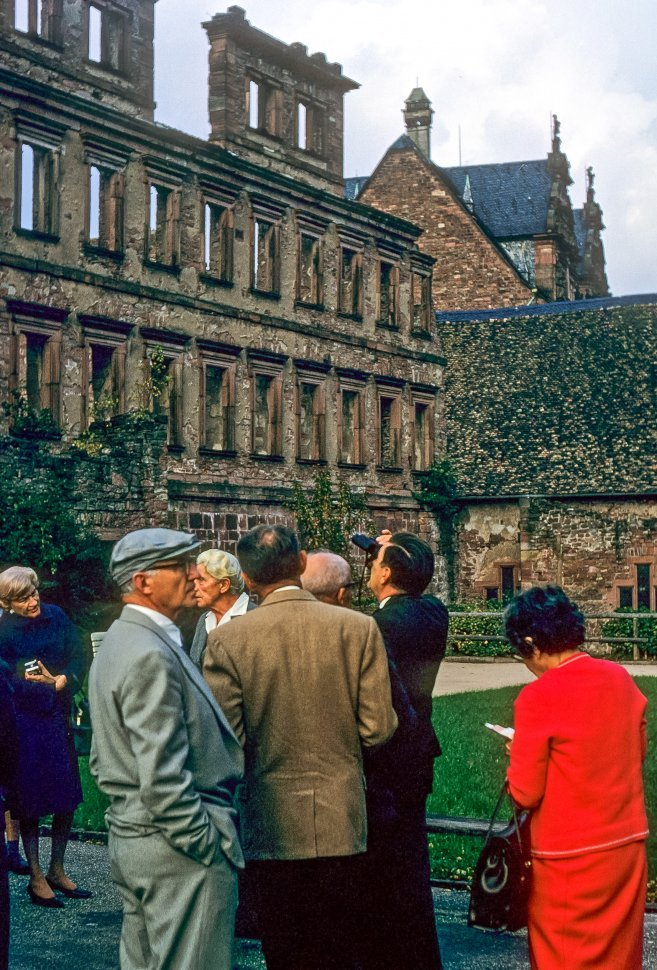 Free image of Group of tourists in front of a crumbling stone castle, Germany
