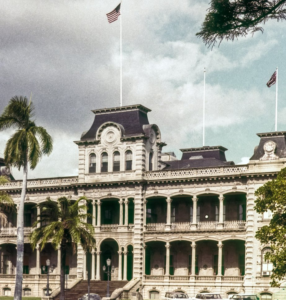 Free image of The facade of a ʻIolani Palace with palm trees, Hawaii, USA