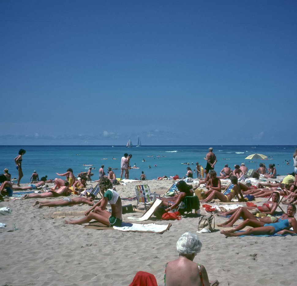 Free image of Large group of tourists enjoying the beach and sun, Hawaii, USA