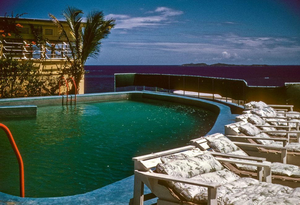 Free image of Scenic swimming pool at a tropical resort.