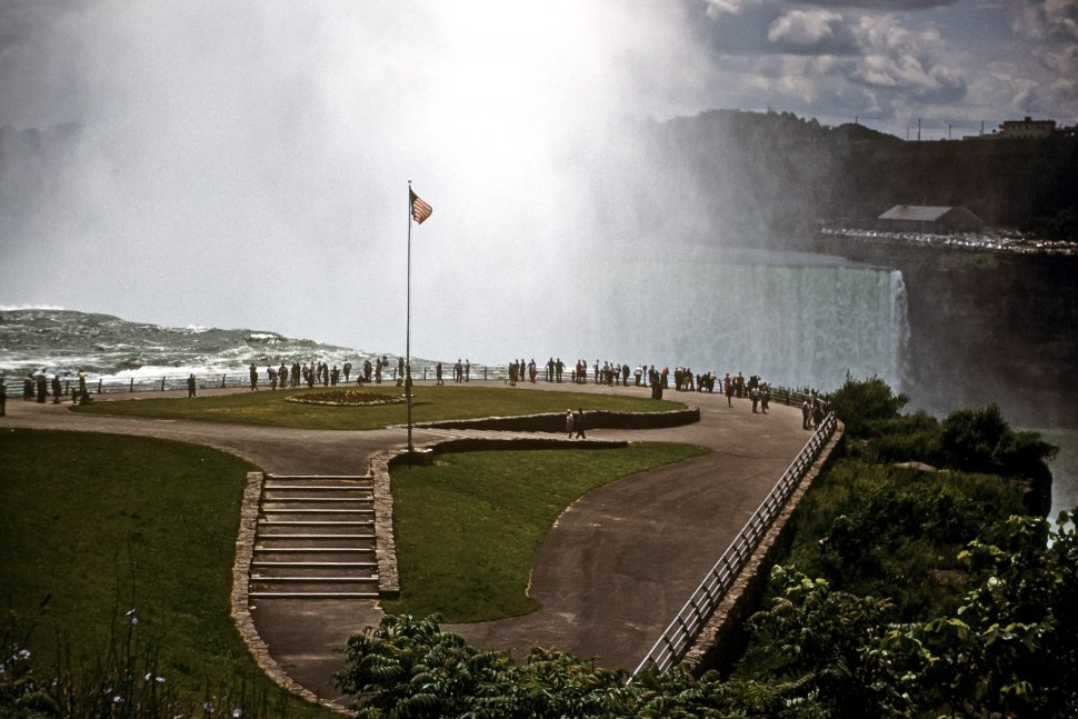 Free image of Tourists visiting at the top of Niagara Falls, USA