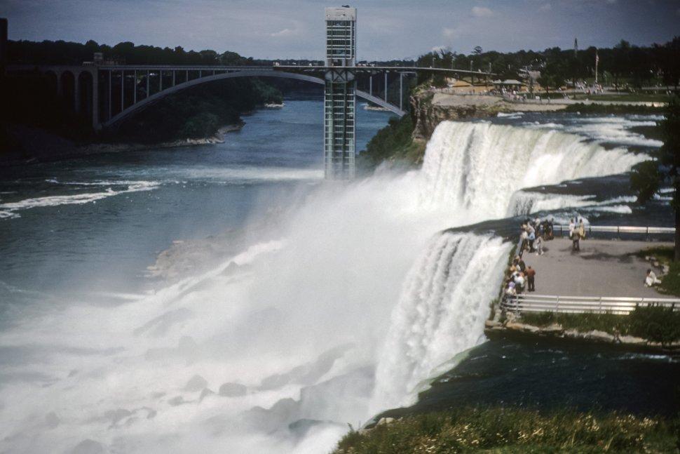 Free image of Tourists visiting at the top of Niagara Falls, USA