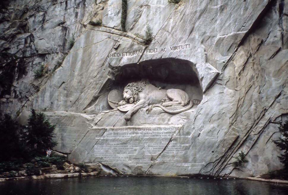 Free image of Lion Monument in cliff face above water Lucerne, Switzerland