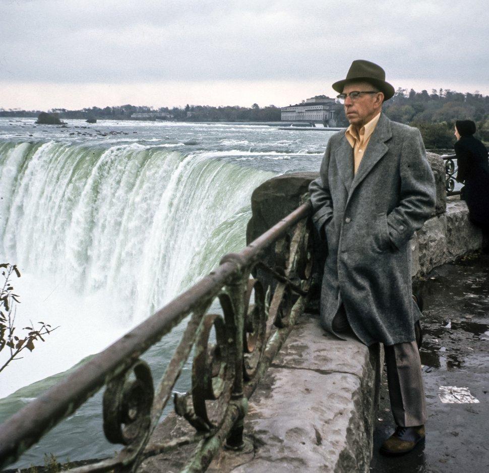 Free image of Man standing at the top of Niagara Falls, USA