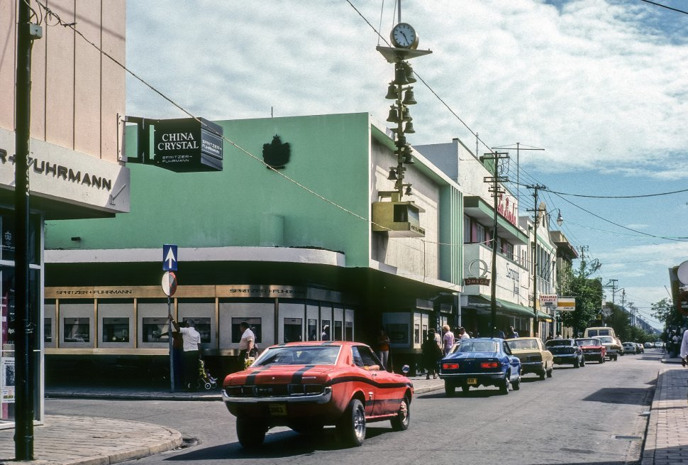 Free image of Downtown shopping area of Aruba.
