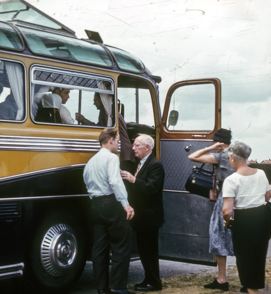 Free image of Tourists boarding a bus and saying goodbye.