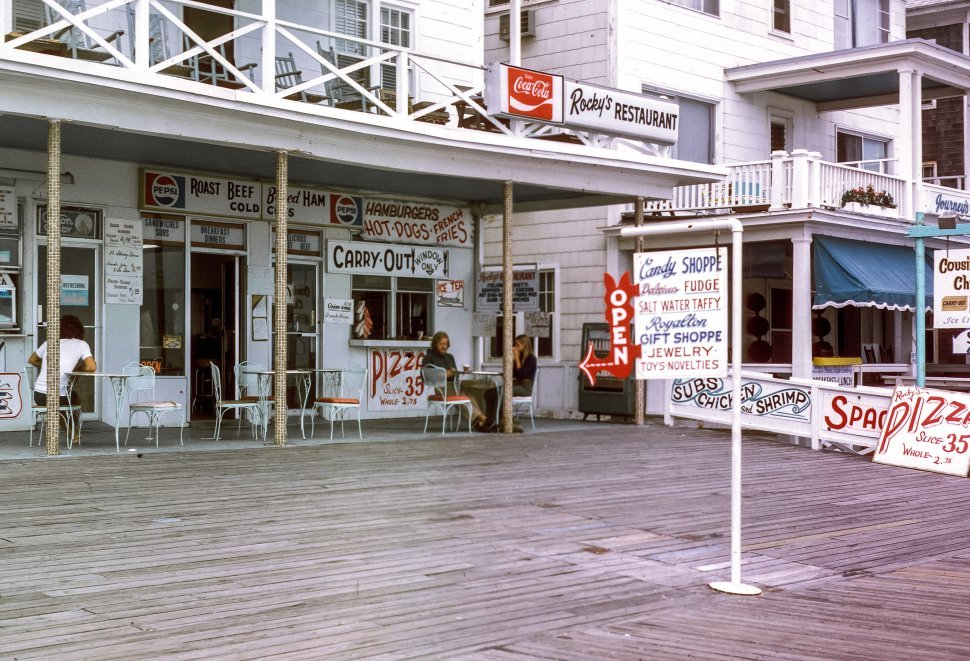Free image of Seafood restaurant and tourists eating, Ocean City, Maryland, USA