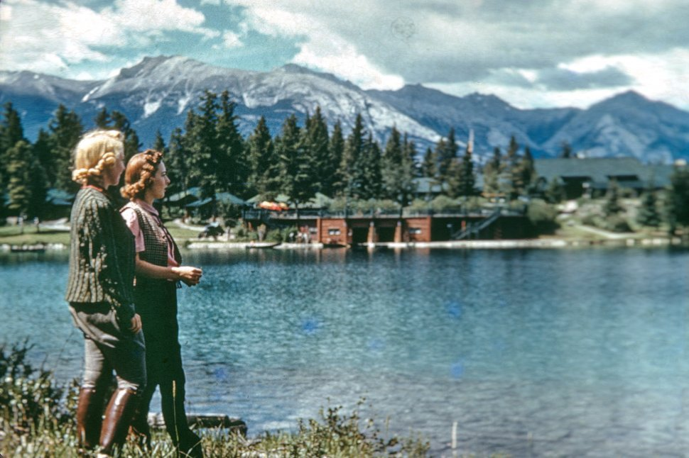 Free image of Women on the shore of a lake in Jasper National Park, Canada