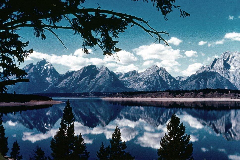 Free image of Wide mountain lake in rugged mountain range.