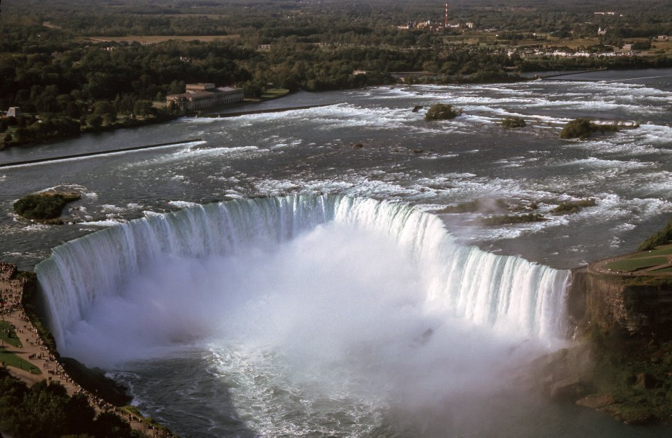 Free image of View of The Horseshoe Falls in Niagara Falls, Ontario