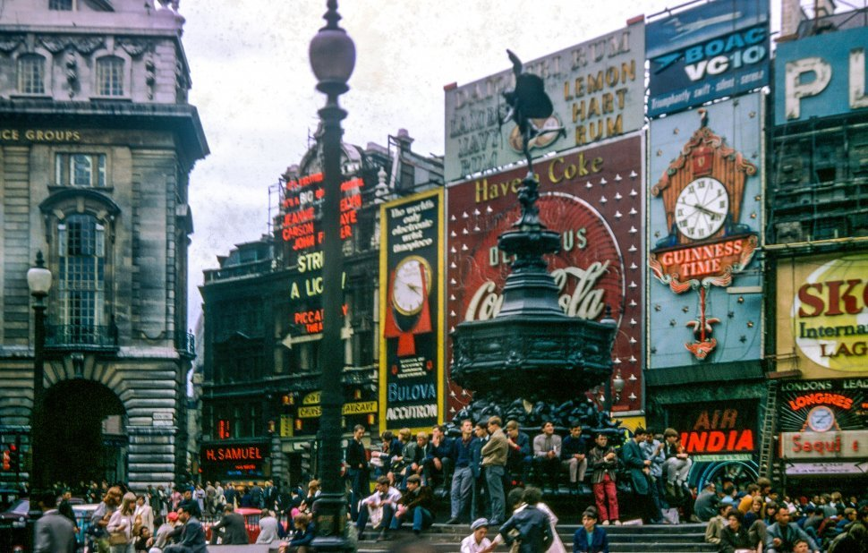 Free image of People at Piccadilly Circus in London