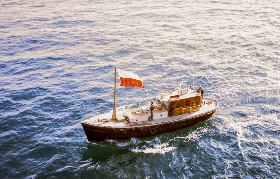 Free image of Pilot boat in river