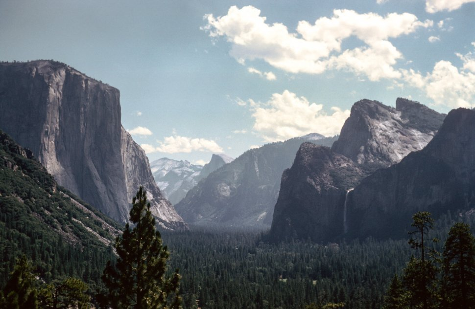 Free image of General view of Yosemite National Park in California - Valley and El Capitan