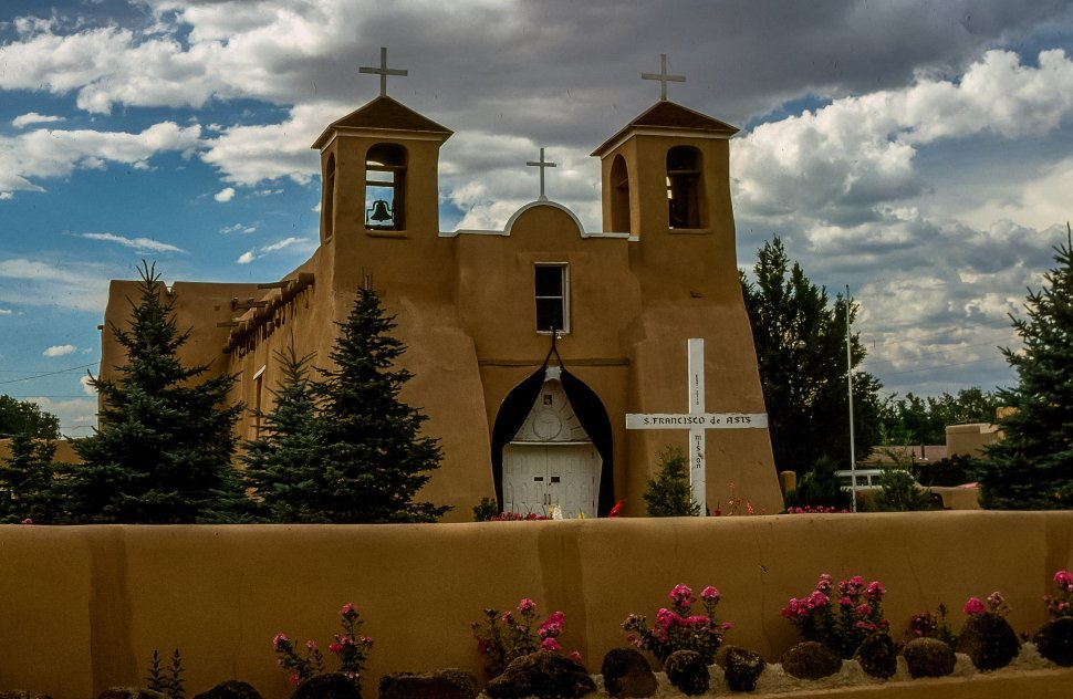 Free image of San Francisco de Asis Mission Church in Taos, New Mexico