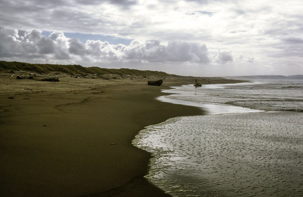 Free image of An empty beach with clouds