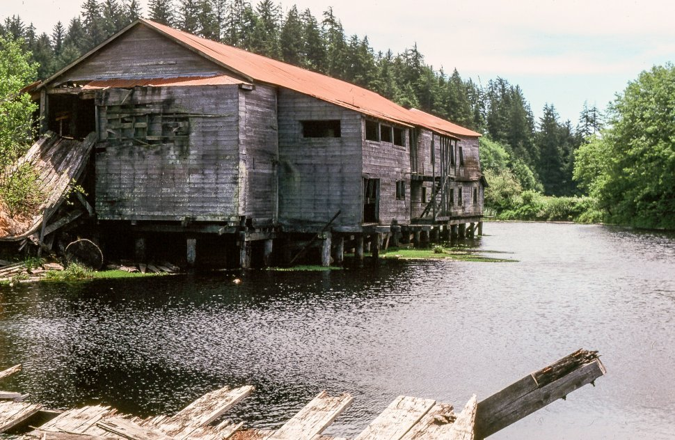 Free image of View of dilapidated building on Lake