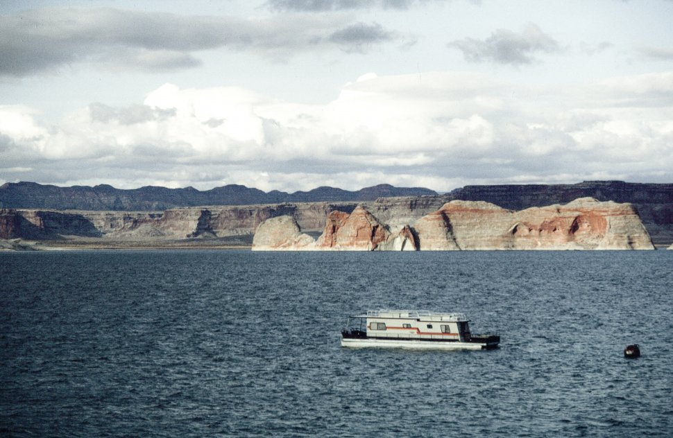 Free image of Boat in Lake Powell, Colorado River