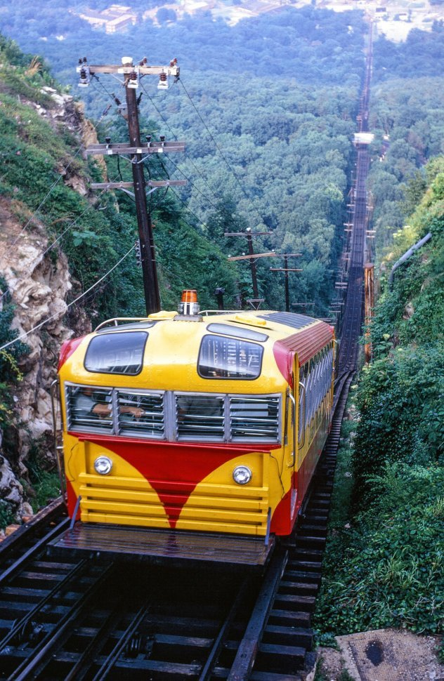 Free image of Funicular train on Chattanooga and Lookout Mountain railroad in Tennessee