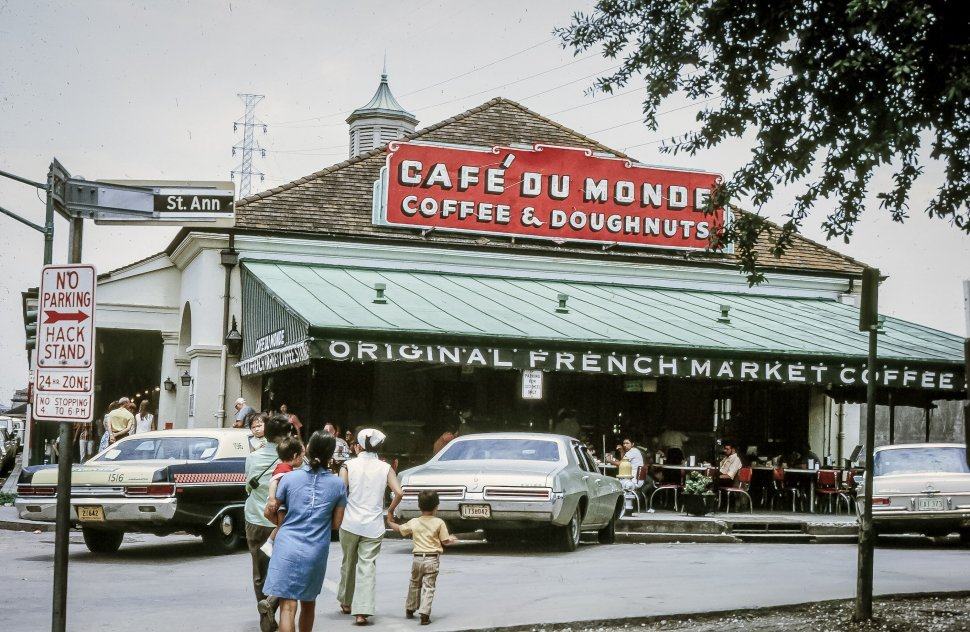 Free image of General view of Cafe Du Monde in Louisiana, New Orleans