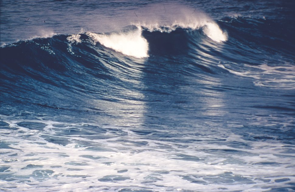 Free image of Ocean waves breaking