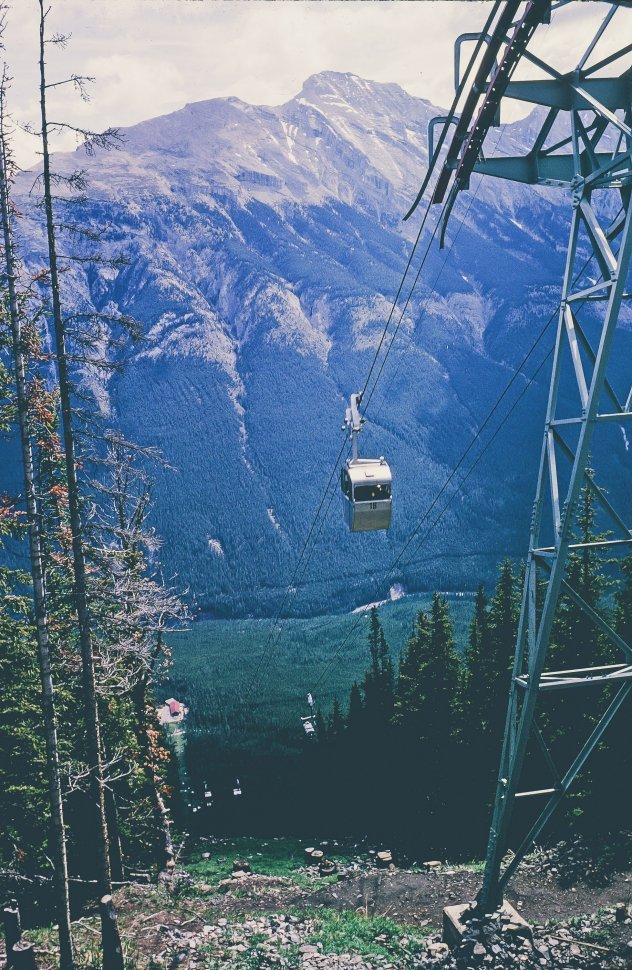 Free image of Cable Car on way to the mountains